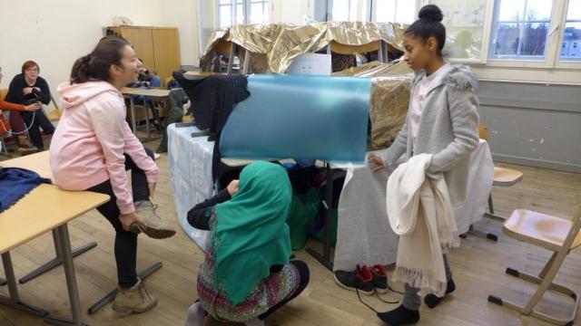 Spaß an Schulen, Höhlen in Schulen, gemeinsam bauen